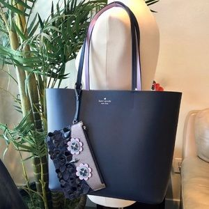 🛍KATE SPADE TOTE WITH WRISTLET